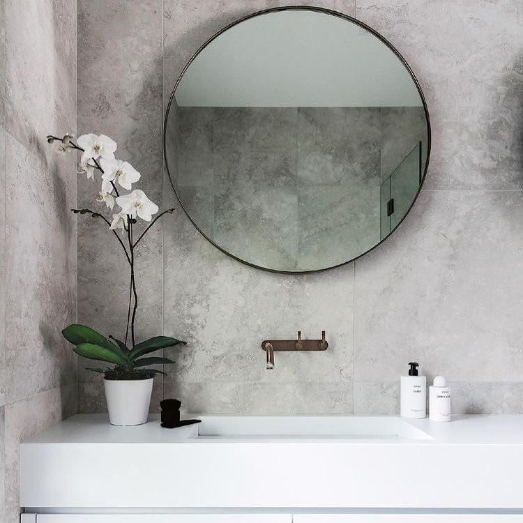 ronde spiegel met zwarte frame-01